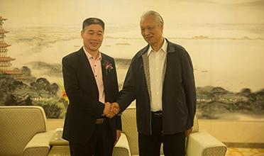 品牌创新迎接改革开放40周年 恭贺空气巴巴、金富圭在中国民营经济华西论坛上双双获奖